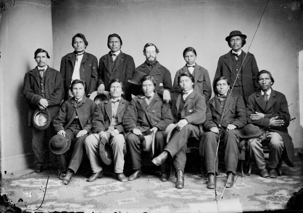 http://www.american-tribes.com/messageboards/dietmar/1867santeedelegation.jpg