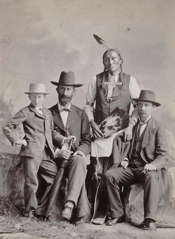 http://www.american-tribes.com/messageboards/dietmar/1879group.jpg