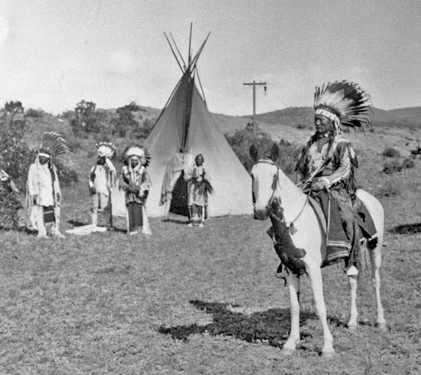 http://www.american-tribes.com/messageboards/dietmar/BuckskinCharleyAcapore1.jpg