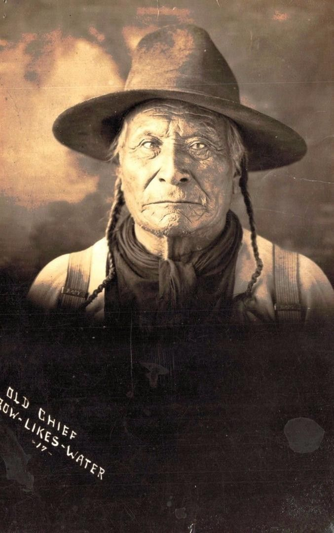 http://www.american-tribes.com/messageboards/dietmar/CrowLikesWater2.jpg