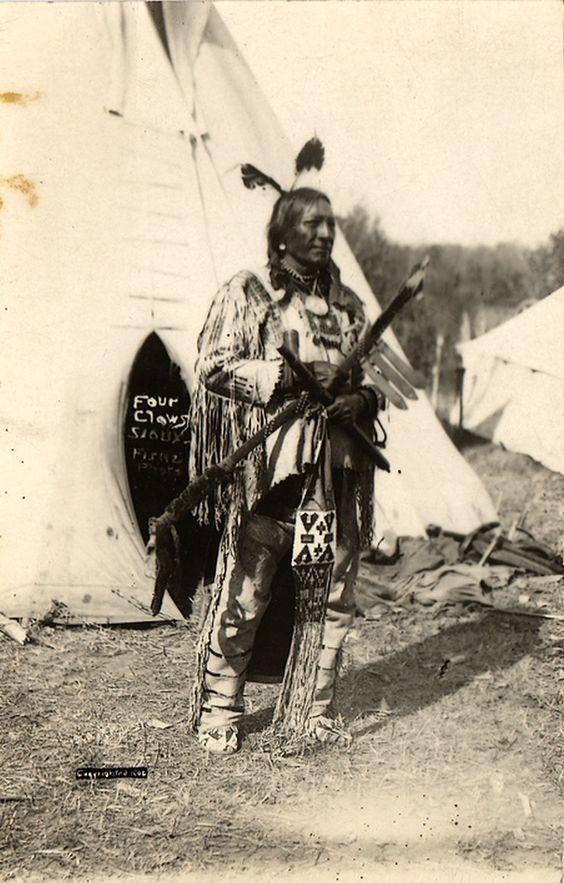 http://www.american-tribes.com/messageboards/dietmar/FourClaws.jpg