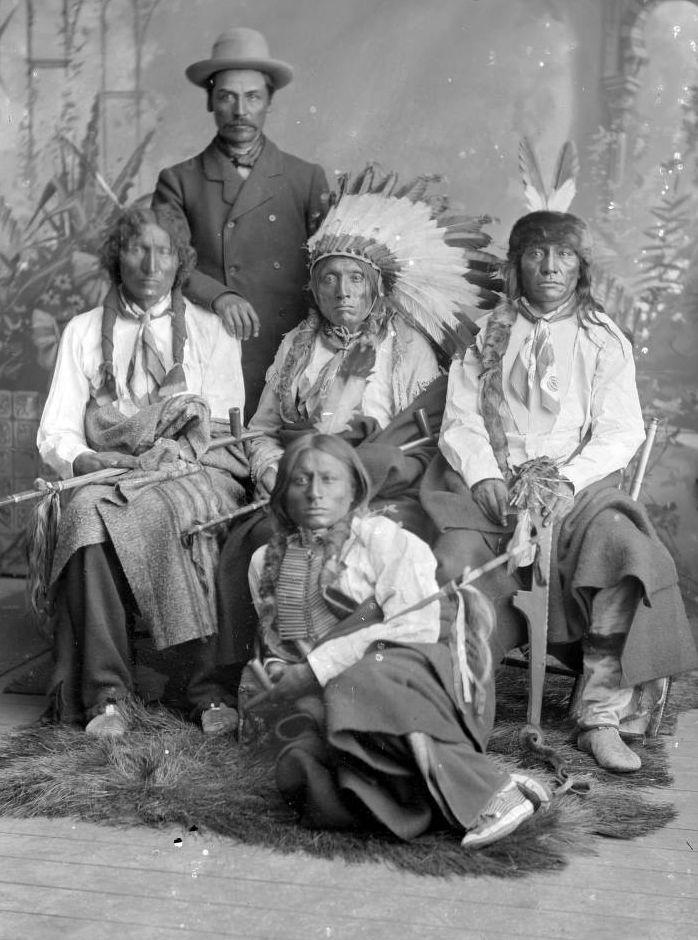 http://www.american-tribes.com/messageboards/dietmar/SittingBullComination1885.jpg