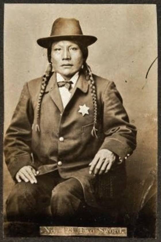 http://www.american-tribes.com/messageboards/dietmar/TwoSword.jpg