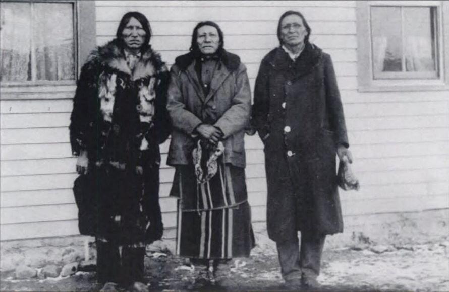 http://www.american-tribes.com/messageboards/dietmar/blackeaglehumpironlightning.jpg