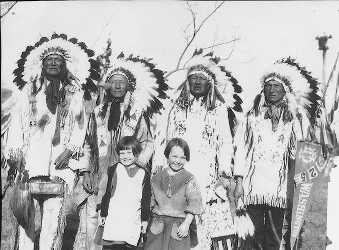 http://www.american-tribes.com/messageboards/dietmar/chiefsgirls.jpg