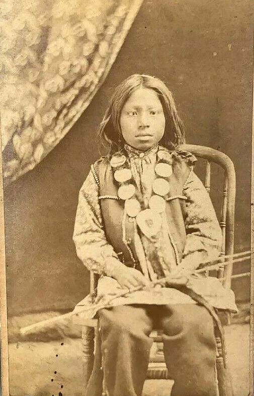 http://www.american-tribes.com/messageboards/dietmar/curtainpicboy.jpg
