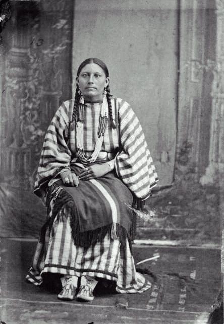 http://www.american-tribes.com/messageboards/dietmar/georgebentswife.jpg