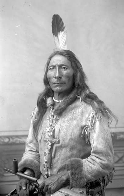 http://www.american-tribes.com/messageboards/dietmar/longfeather.jpg
