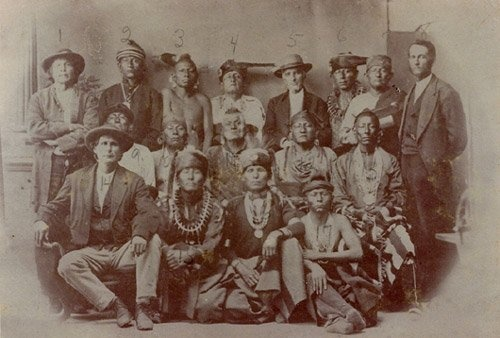 http://www.american-tribes.com/messageboards/dietmar/osageshoag.jpg