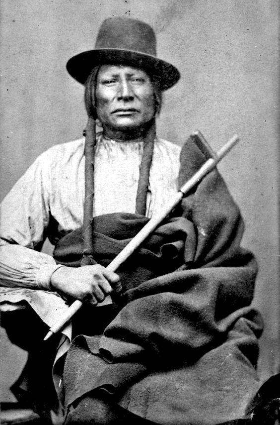 http://www.american-tribes.com/messageboards/dietmar/spottedhawk2.jpg
