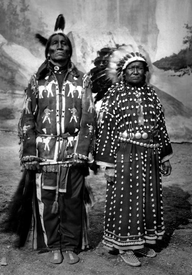 http://www.american-tribes.com/messageboards/dietmar/spottedweasel&wife.jpg