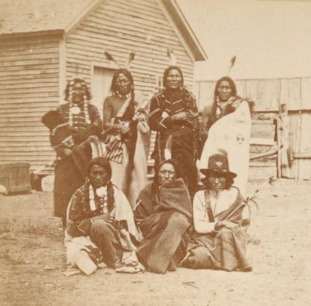 http://www.american-tribes.com/messageboards/dietmar/twobearsgroup.jpg